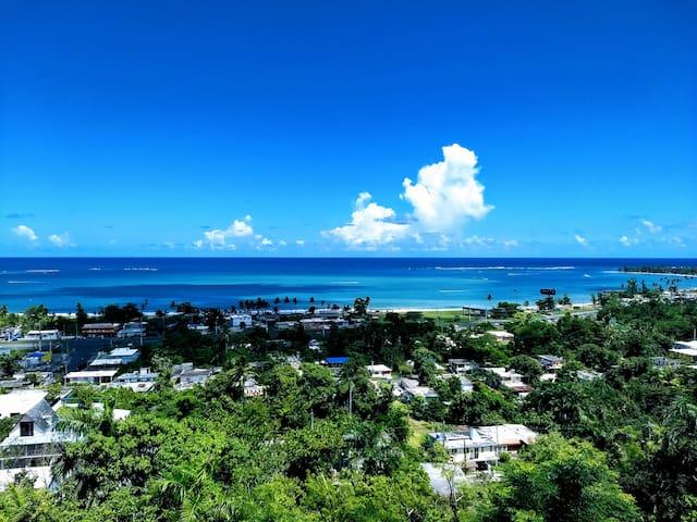 FIVE STAR Luquillo Beach Villa-VIEWS, A/C & POOL!!
