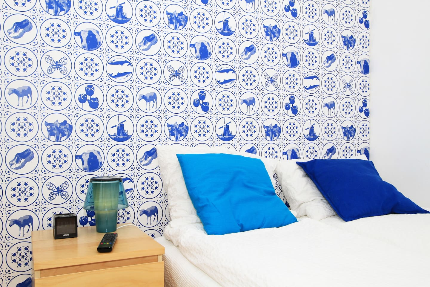 Hello Dutch 'Delfts Blue' Decor with cloggs and windmills.
