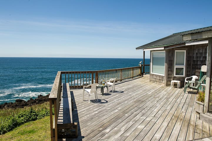 Sweeping views from this oceanfront pet friendly home in Depoe Bay!