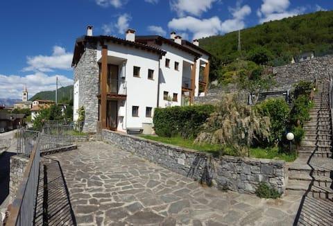 2 Bedroom Aparment, Lake Como, Italy
