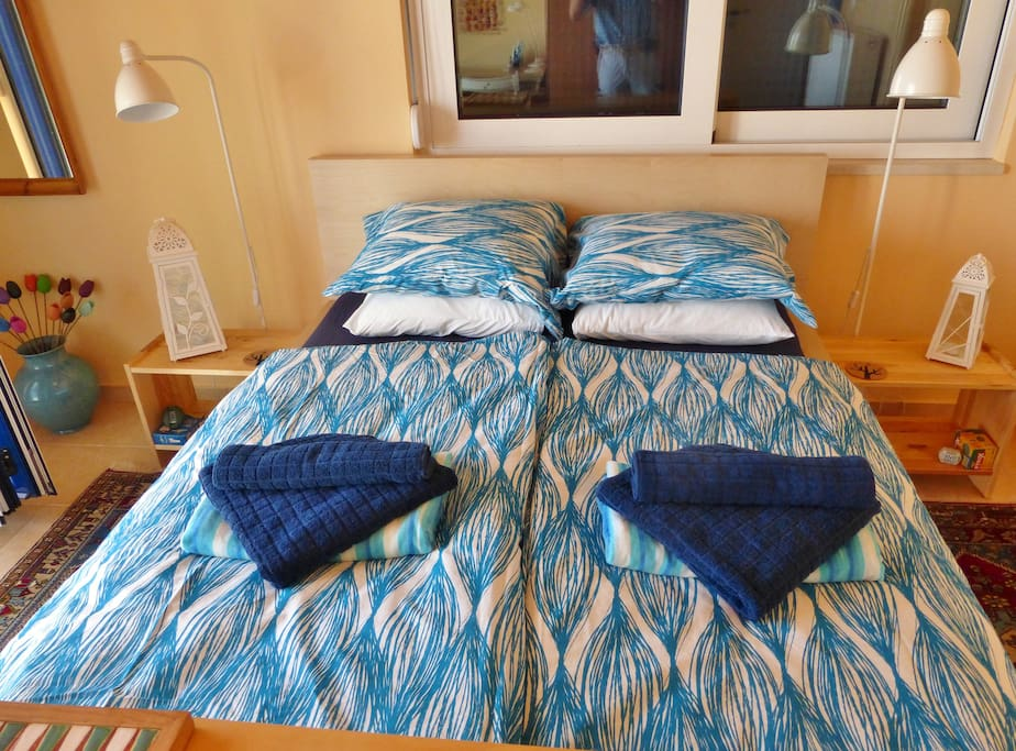 Real bed, fresh clean ironed linen, lovely fluffy towels
