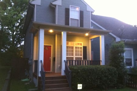 Sleeps 6!- Just 5 mins to Downtown!