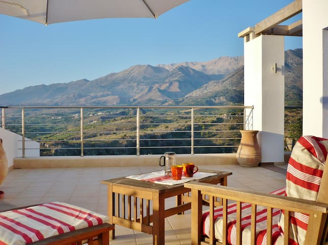 Fab Apt B&B: On Top of the World! - Chania - Bed & Breakfast