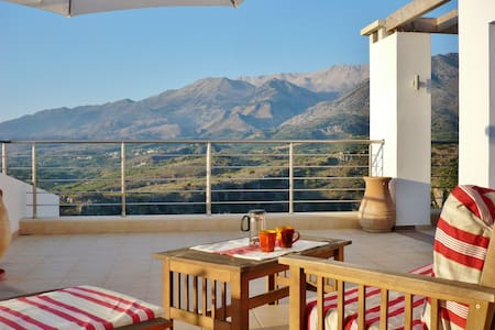 Fab Apt B&B: On Top of the World! - Chania