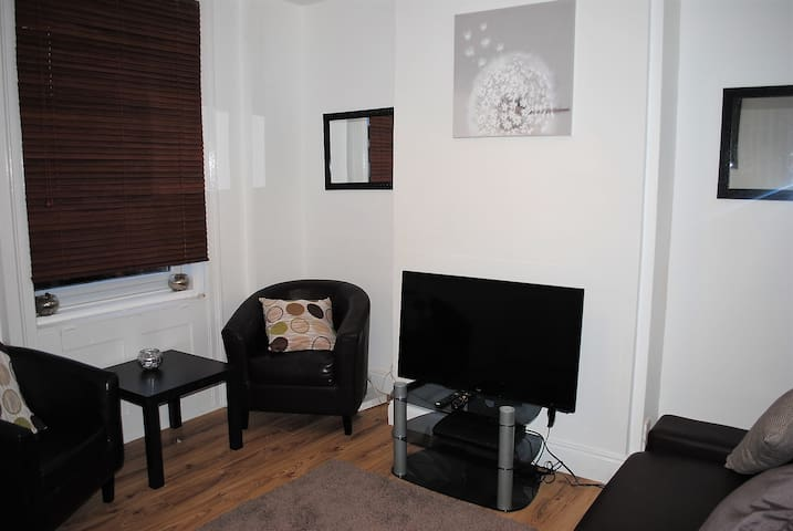 Kilimanjaro Terrace House in Maidstone, Kent, UK - Maidstone - Talo