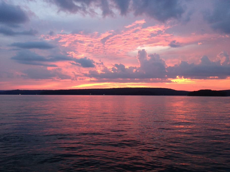 Lake wallenpaupack cabin w sunsets cabins for rent in for Lake wallenpaupack fishing