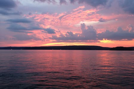 Lake Wallenpaupack Cabin W Sunsets - Tafton - Zomerhuis/Cottage