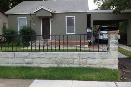 PERFECT SXSW 2/2 HOME! WALK TO MOST EVENTS!