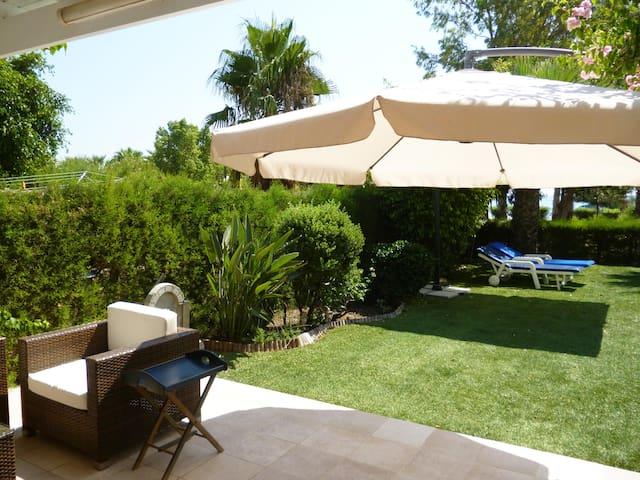 HOLIDAY HOME ON THE BEACH FOR RENT - Larnaca - Huis