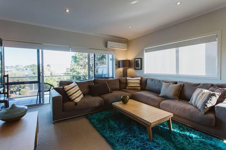 SENSATIONAL IN STRANDON - Luxurious Apartment