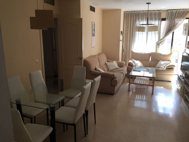 Habitación doble en San Bernardo. Bien situado. - Sevilla - Lejlighed