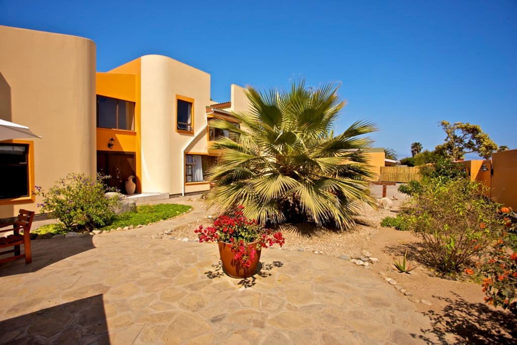 Sandcastle Apartments vorderer Garten