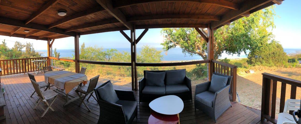 Chalet avec grande terrasse vue mer imprenable
