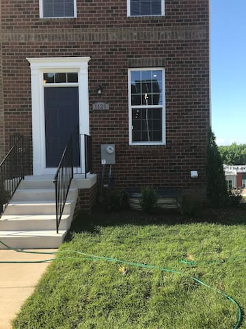 Beautiful, spacious townhome in Congress Heights