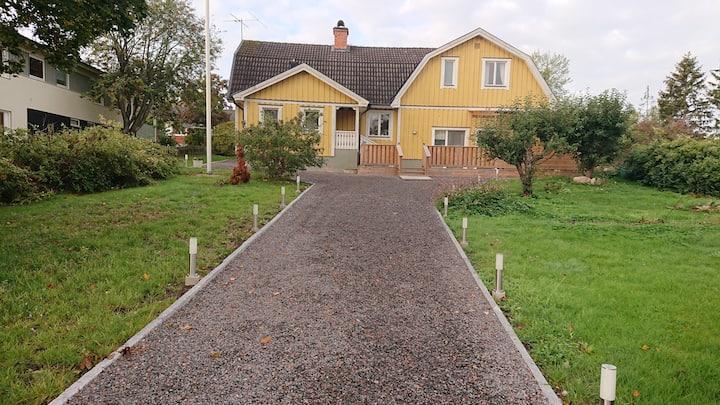 Lägenhet invid villa nära Stockholms flygplats