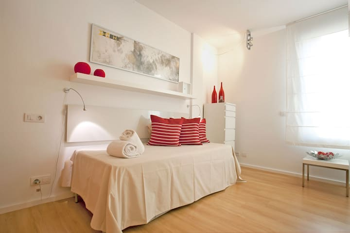 Second bedroom arranged with a single bed