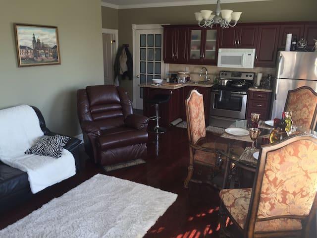 Lux Executive Apartment in Kleinburg Mansion - Toronto