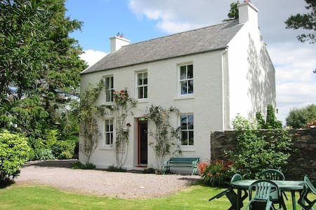 Charming Traditional Irish Cottage - Caragh Lake