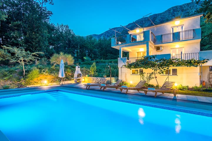 LAST MINUTE Villa- 4 bedrooms and a private pool