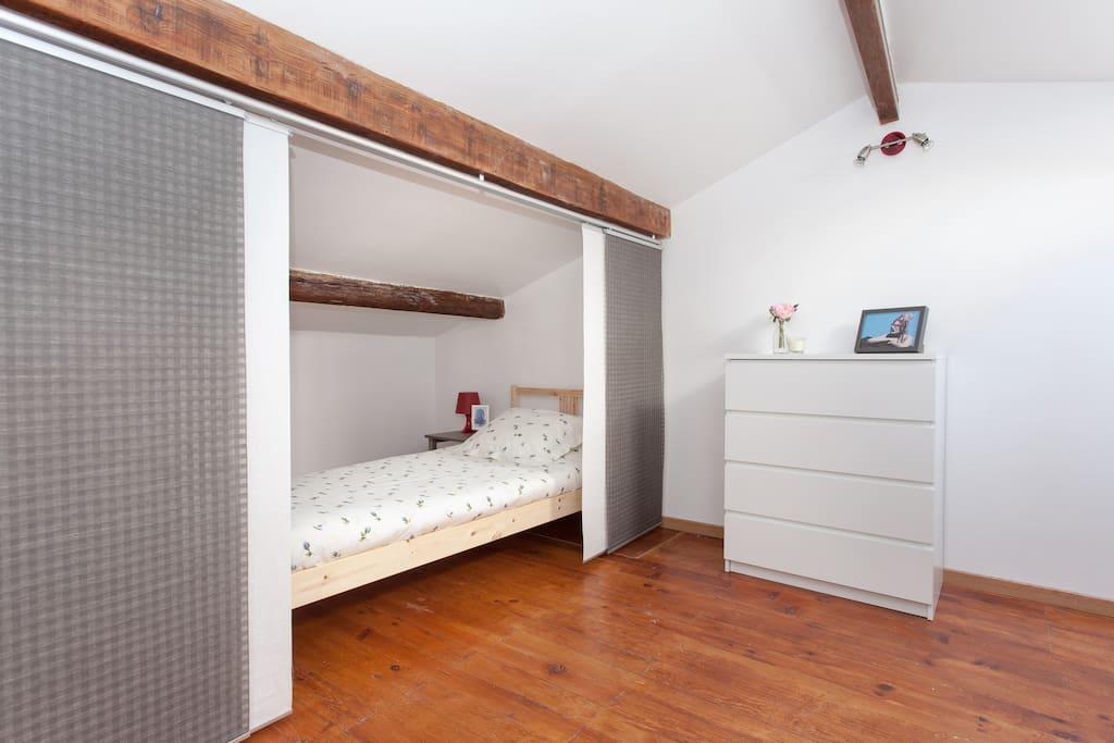 Lit simple (90x200cm) / Single bed (90x200cm)
