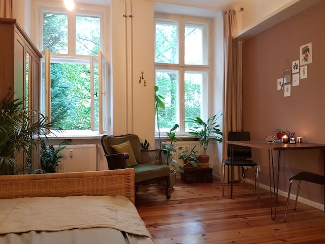 Cozy double bedroom in popular Kreuzkölln