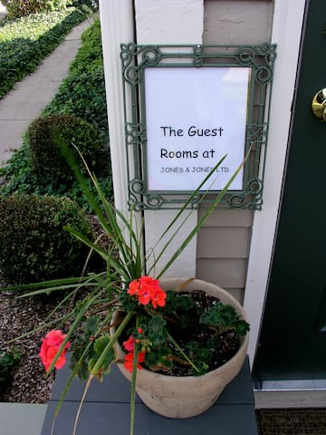 The Guest Rooms @ Jones & Jones - Perrysburg - Bed & Breakfast