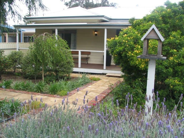Footsteps cottage at Normanville - Normanville - Pension