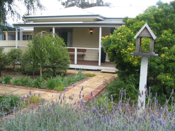 Footsteps cottage at Normanville (pet friendly)