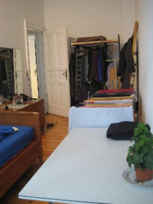 sunny 2-room appartment in Berlin
