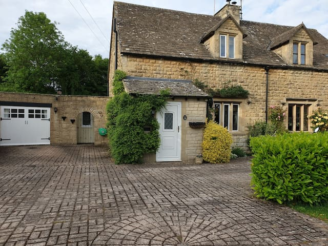 cotswold cosy self contained 2 bedroom annex