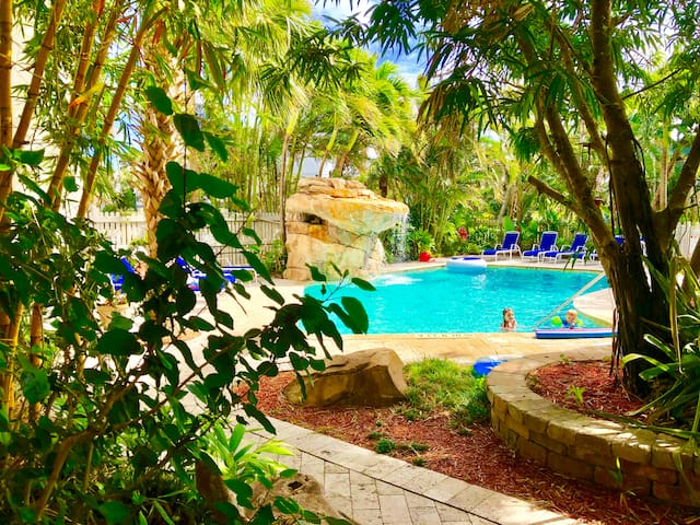 Tropical 2 BR with Pool | BBQ | Garden | By Beach!