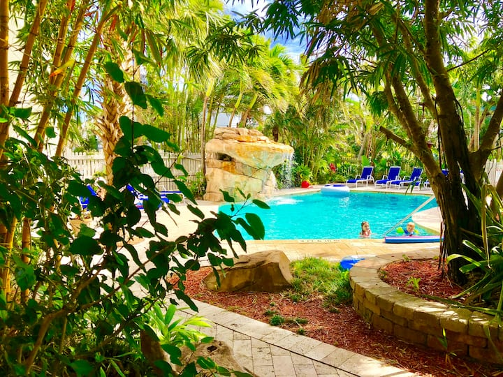 Remodeled 2 BR APT by the BEACH WITH A POOL & BBQ