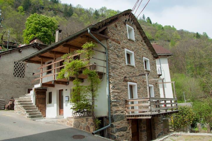 La Casetta (Typical rustico in Blenio Valley )