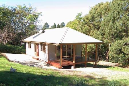 Charlotte's Honeymoon Cottage  - Dom
