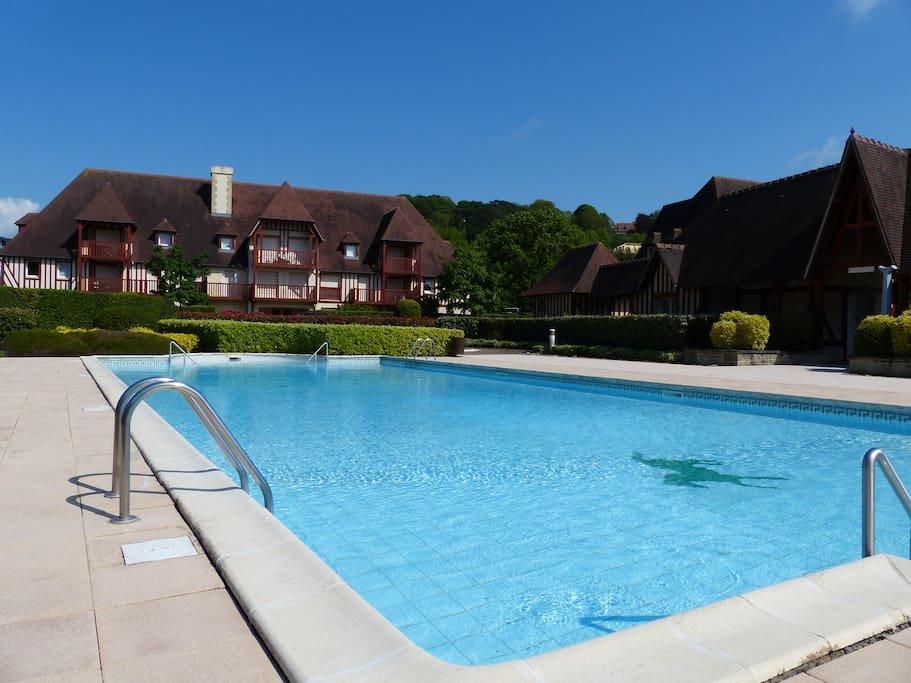 Maison deauville piscine tennis houses for rent in for Piscine deauville