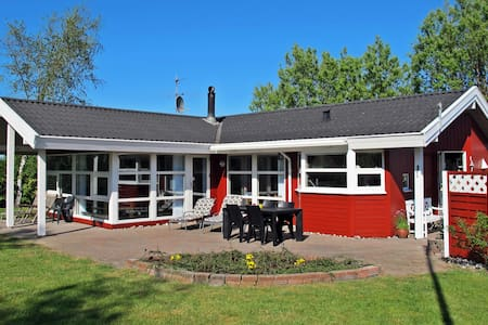 Spacious holiday house with Spa. - Hasmark - Mökki