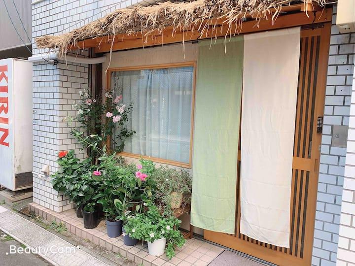 101位于上野秋葉原中心位置,温馨房间,可寄存行李,免费Wi-Fi。附近大量餐厅购物出行方便