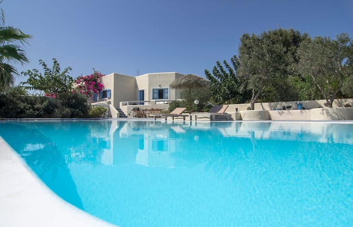 Beautiful sunny house for 9, pvr pool,sea view