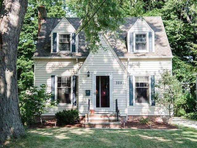 Charming House in a quaint neighborhood!