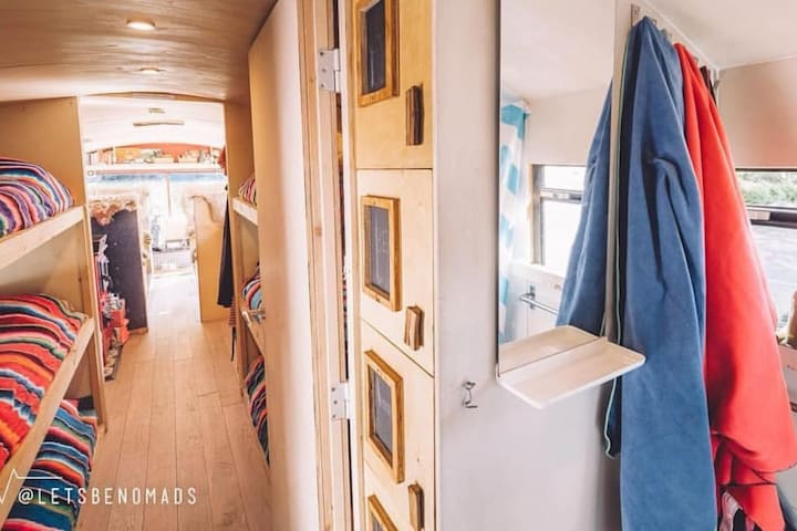 The adventure hostel on wheels: The Nomads Bus - Kaunertal - Szoba reggelivel