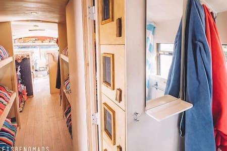 The adventure hostel on wheels: The Nomads Bus - Kaunertal - 住宿加早餐