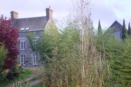 Rooms furnished in the living - Coutances - Casa