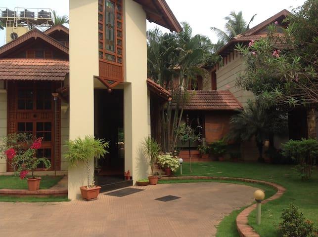 'Yahvi' - Kozhikode - Casa