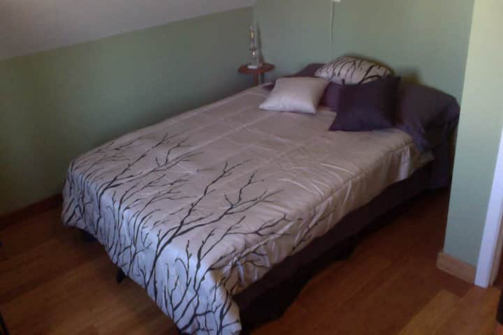 Auberge Renaissance Inn Double bed 2nd floor