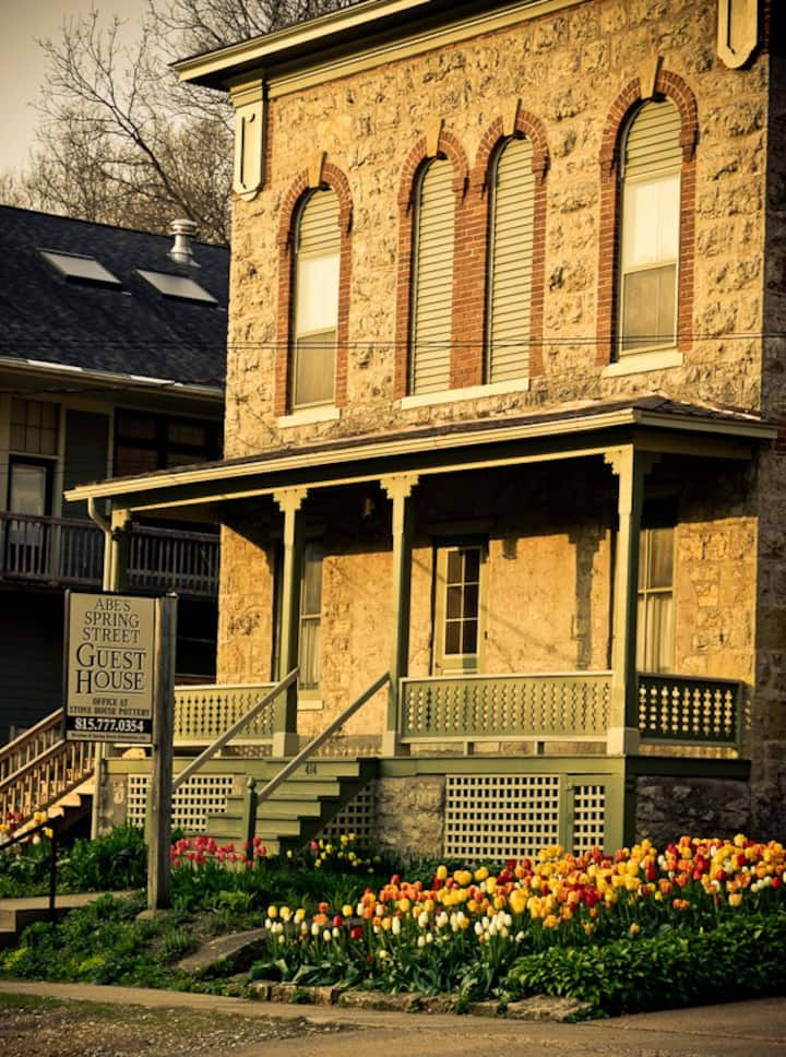 Abe's Spring Street Guest House -Rudolph's Retreat