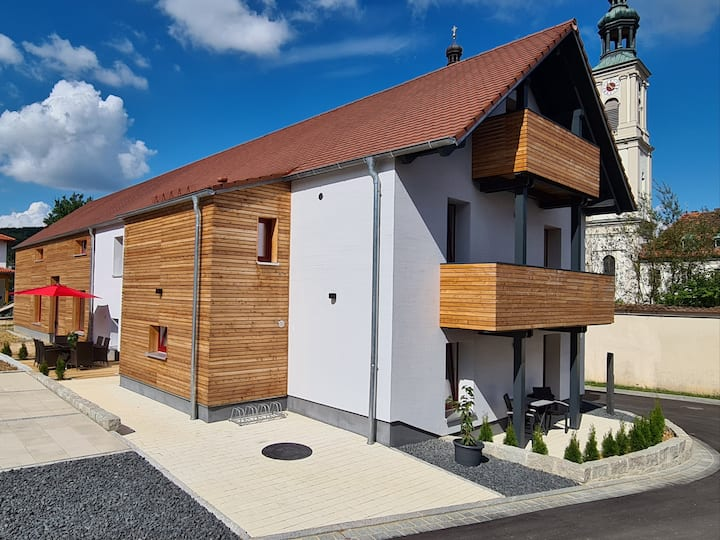 """Modern vacation apartment """"wohnung-nummer-1"""" in rural area near Regensburg with Wifi and terrace; parking available"""