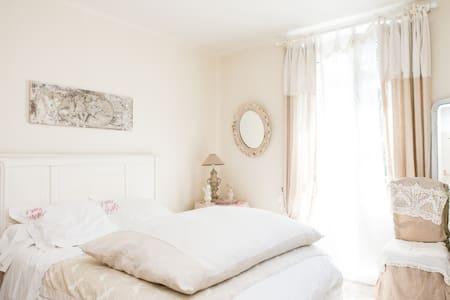 Château Beauséjour Chambre Angelot - Listrac - Bed & Breakfast