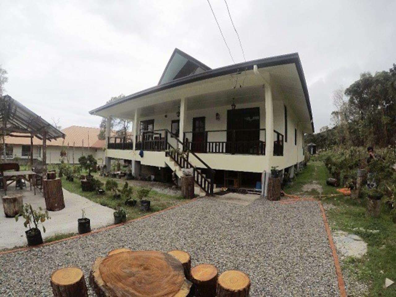 Villa Outlook. 小苑外貌。