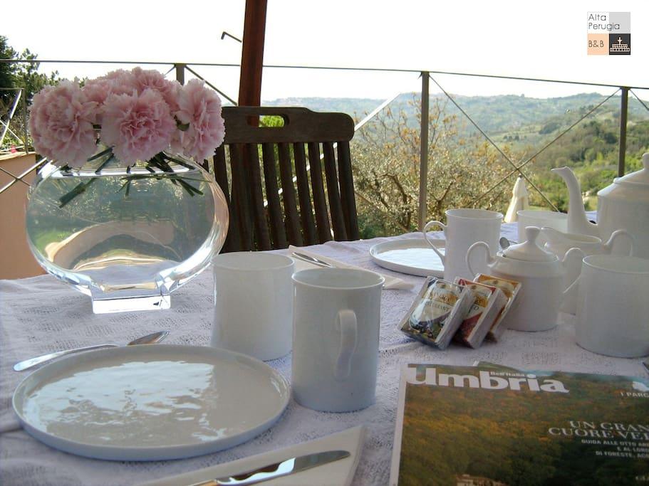 breakfast in giardino
