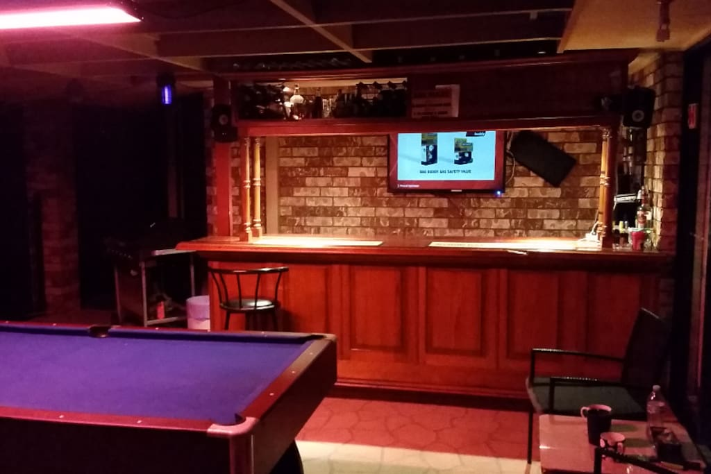Enjoy a Drink, Play Billiards, watch some T.V or listen to some Tunes on the Stereo System.